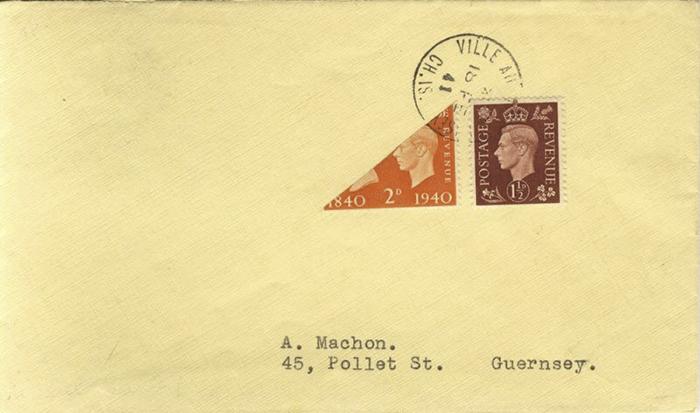 Разрезанная пополам марка с острова Гернси. Письмо было отправлено в годы Второй мировой войны.