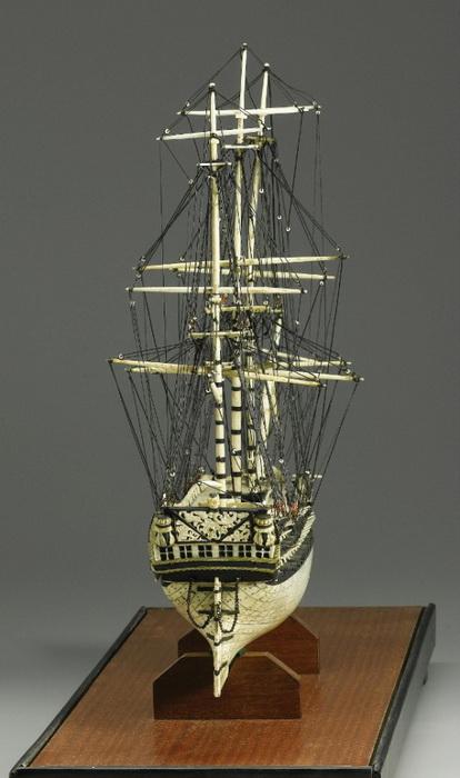 Модели кораблей, сделанные из костей