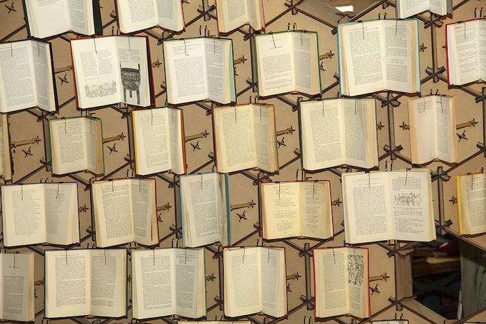 Интерактивная инсталляция Book Hive приурочена к празднованию 400-летнего юбилея Бристольской центральной библиотеки