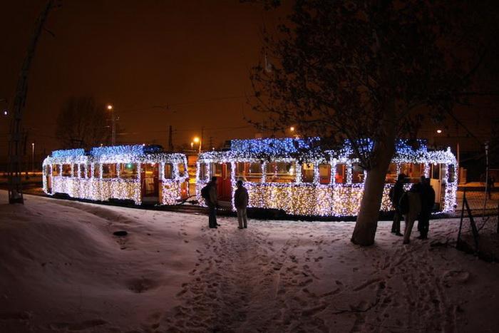 Рождественские трамваи на улицах Будапешта