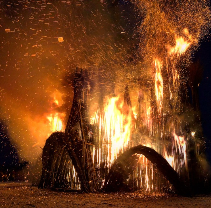 Сожжение скульптуры на Масленицу.