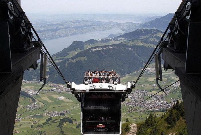 Двухэтажная канатная дорога Cabrio в Альпах