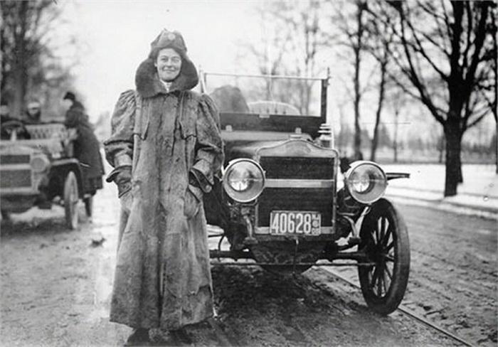 Камилла дю Гас - первая в мире женщина-автогонщик