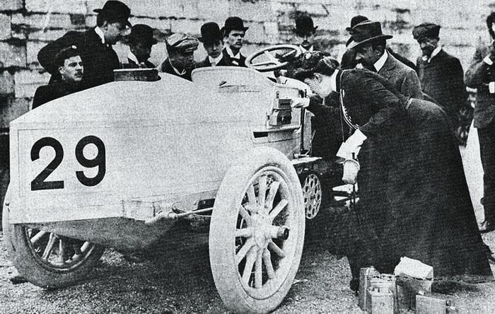 Dietrich, модель автомобиля, на котором дю Гас участвовала в гонке Париж-Мадрид