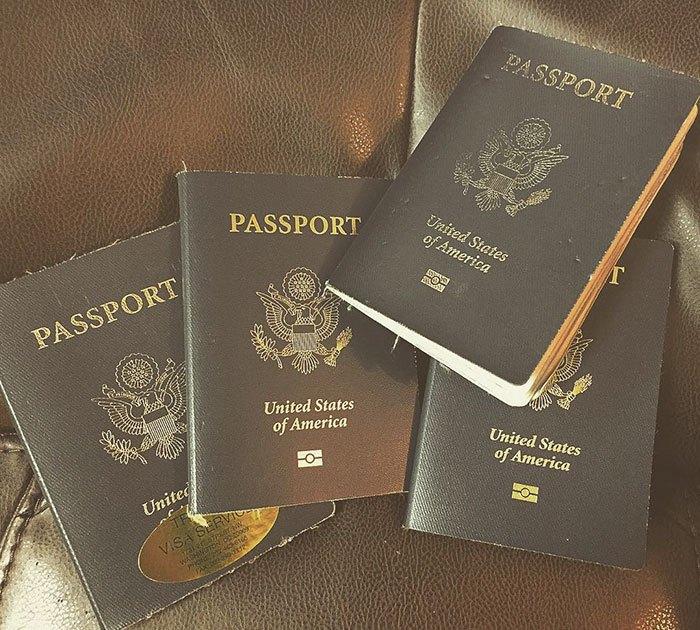 Паспорта Кассандры де Пеколь
