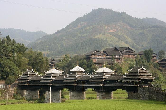 С моста Чэнъян открывается живописный вид на окрестности