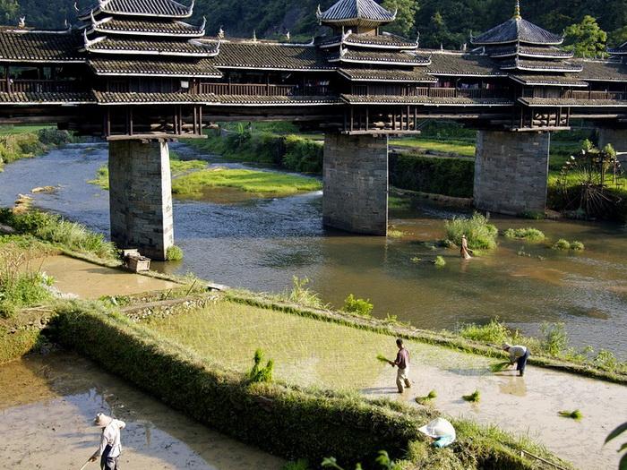 Мост Чэнъян - одна из известнейших достопримечательностей провинции Гуанси