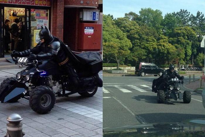 Японский Бэтмен и его бэтцикл