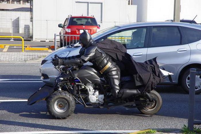 Под маской Бэтмена скрывается 41-летний сварщик