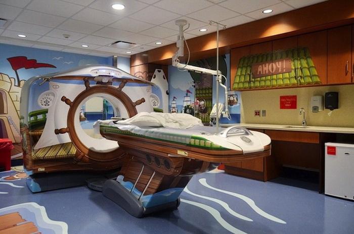 Компьютерный томограф в виде пиратской шхуны (детская больница Morgan Stanley, Нью-Йорк)
