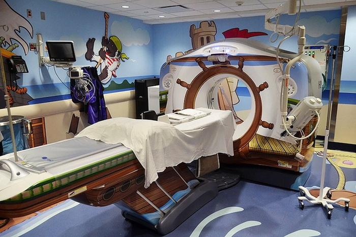 Зал компьютерной томографии превратился в сказочную комнату