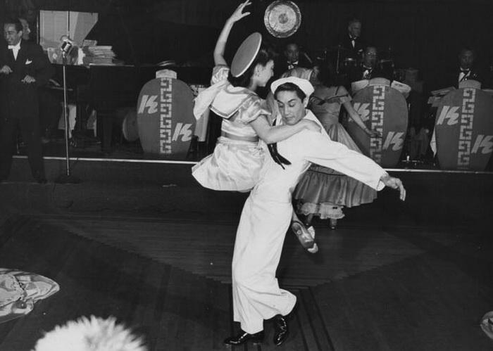 Танцы в клубе Kubla Khan