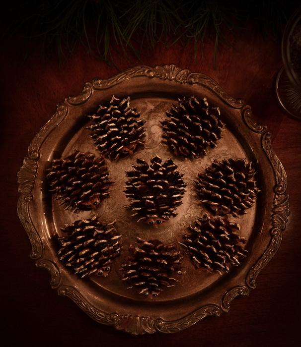 Пирожные брауни в форме ежей из шишек