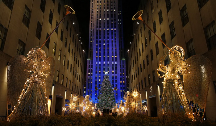 Рождественская елка возле Рокфеллеровского центра (США)