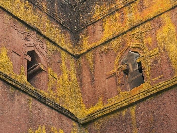 Окна в одно из церквей
