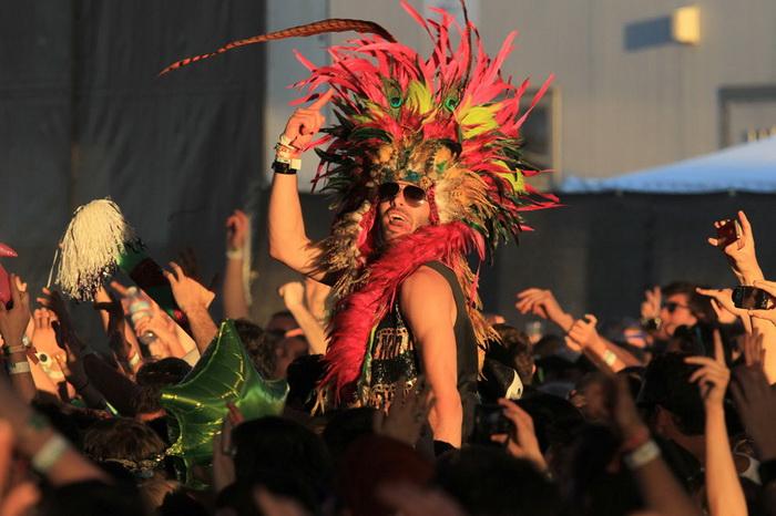 Фестиваль музыки и искусств в долине Коачелла собирает экстравагантную публику