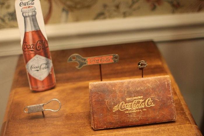 В тематическом музее Coca-Cola представлено более 1000 экспонатов