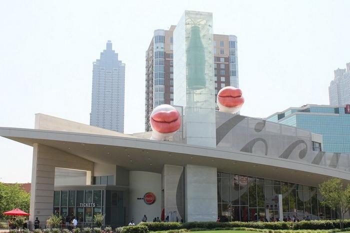 Необычное здание тематического музея World of Coca-Cola в Атланте