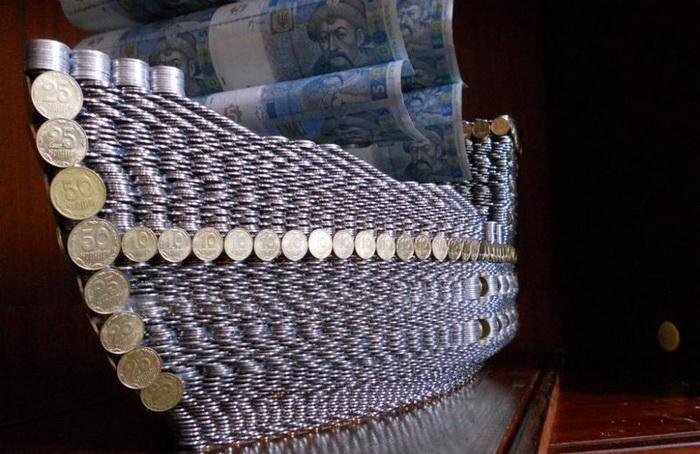 Корабль из монет от украинца Сергея Кнурова