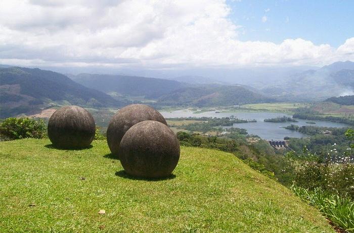 Мистические каменные шары, найденные в Коста-Рике