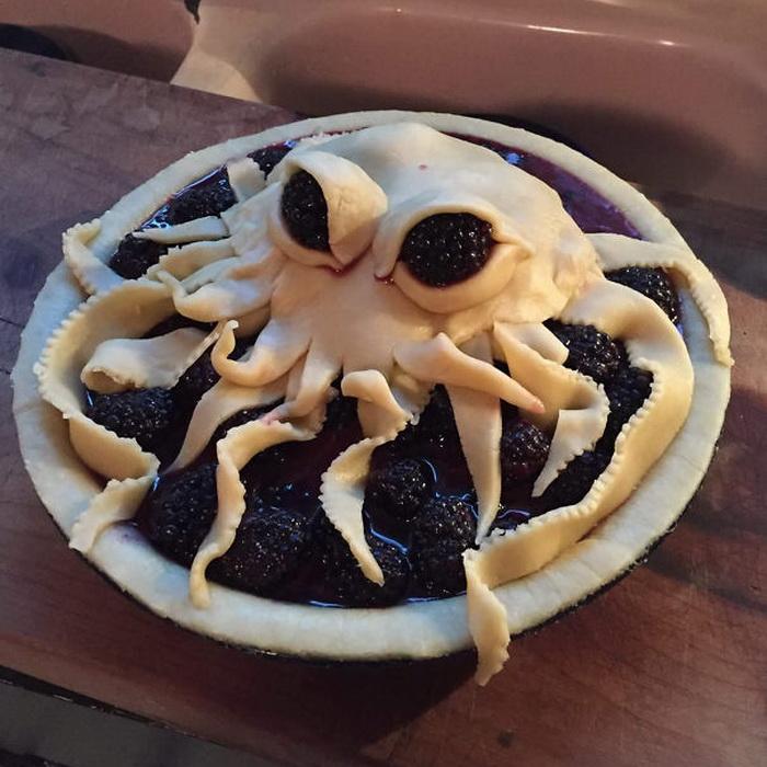 Пирог в виде осьминога
