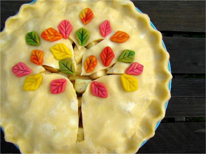 Пирог с украшением в виде цветущего дерева