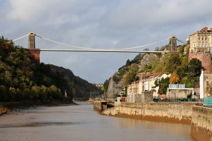 Клифтонский подвесной мост, названный мостом самоубийц.