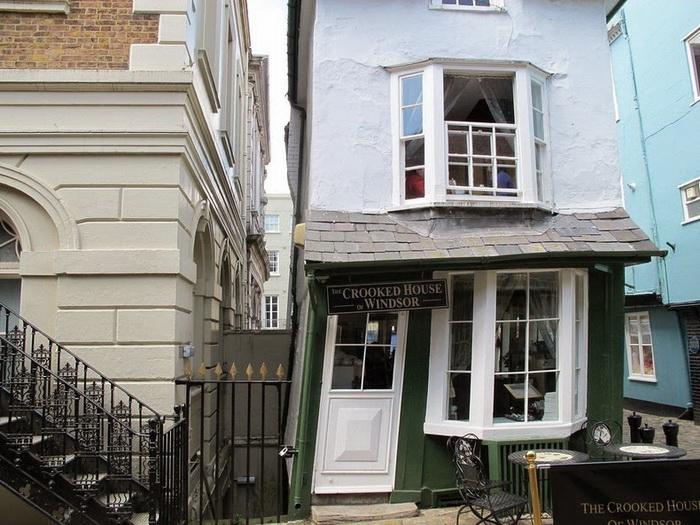 Crooked House - архитектурная диковинка Виндзора (Англия)