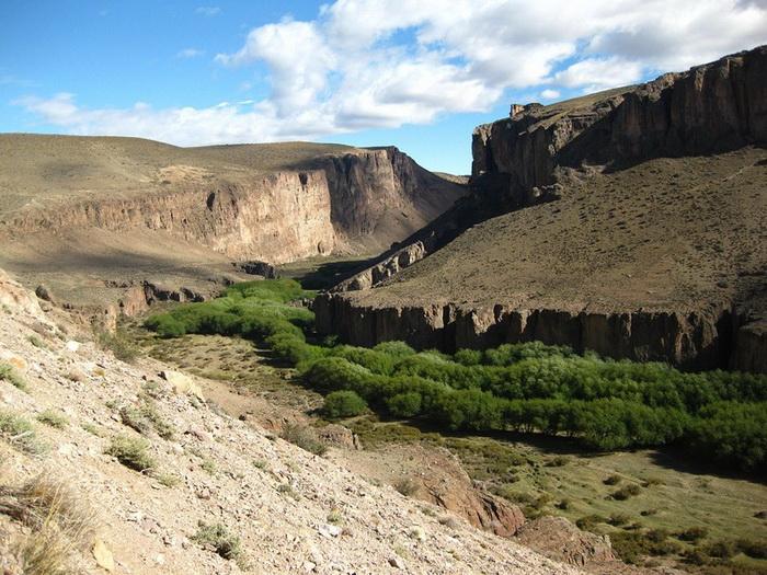 Пещера рук - известнейшая историческая достопримечательность Патагонии