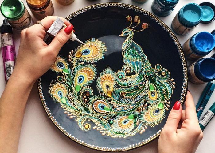 Точечная роспись на декоративных тарелках от российской художницы
