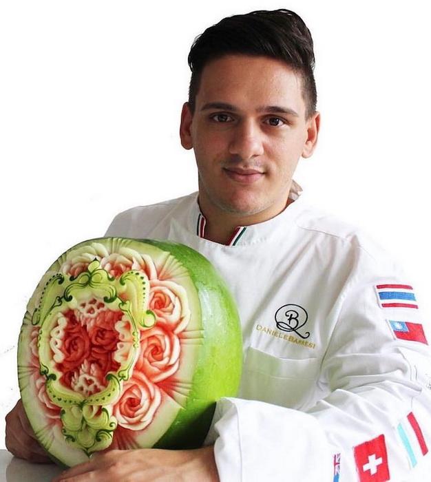 Даниэль Барреси - мастер фруктово-овощного карвинга.