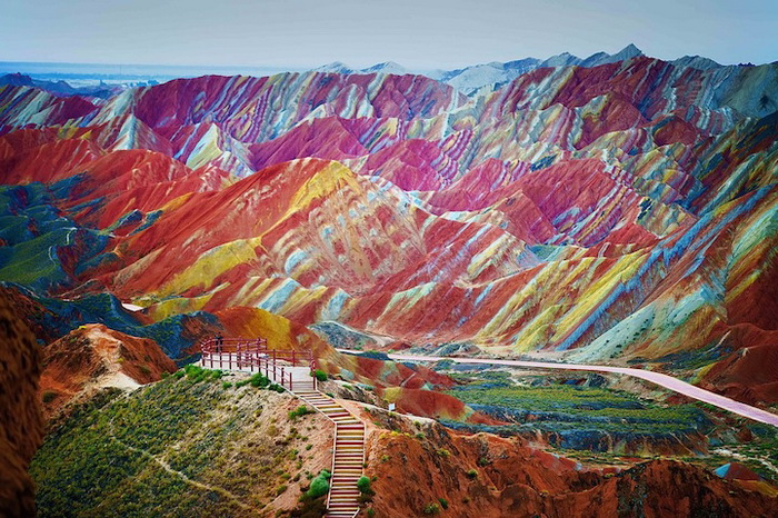 Разноцветные скалы Чжанъе Данься
