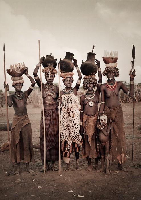 Женщины племени дасанеч