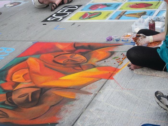 Рисунки мелом на асфальте: стрит-арт-фестиваль в Денвере