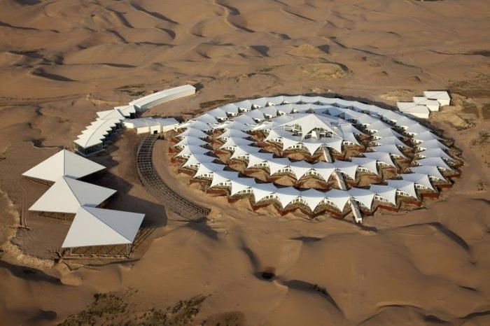 Desert Lotus Hotel. Отель в пустыне Xiangshawan (Монголия)