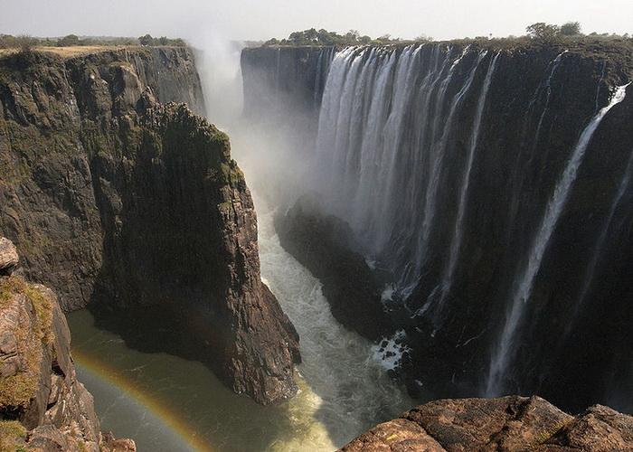 Водопад Виктория один из самых больших в мире