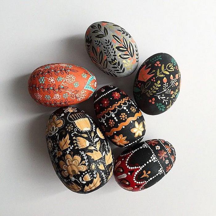 Пасхальные сувениры сделаны из дерева.