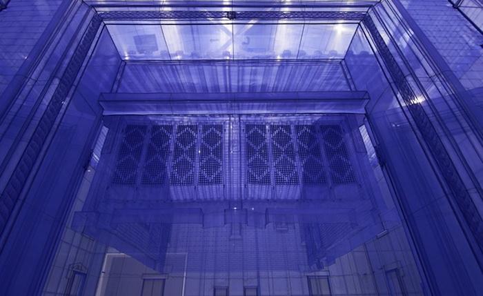 Инсталляция выполнена из полупрозрачной ткани