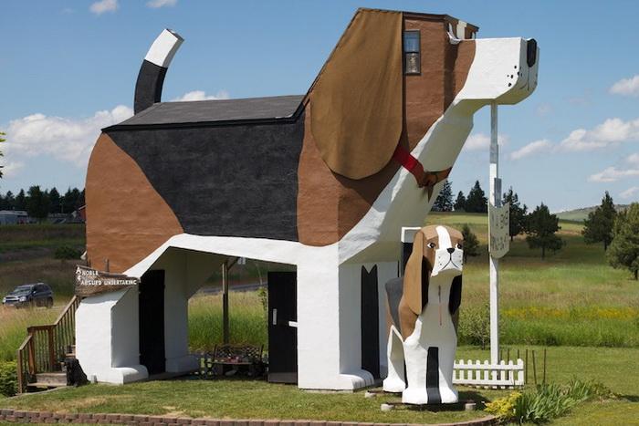 Тематичекий отель в виде собаки