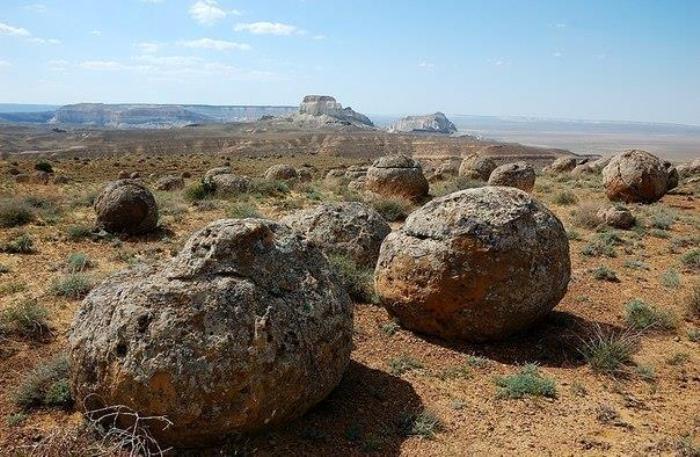 О происхождении каменных шаров спорят историки