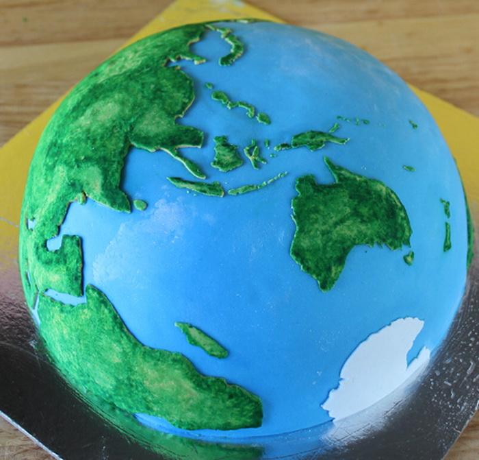 Торт в форме земного шара