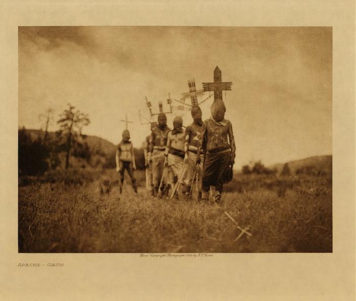 Эдвард Шерифф Кертис (Edward Sheriff Curtis) - автор нескольких тысяч фотографий о жизни индейцев