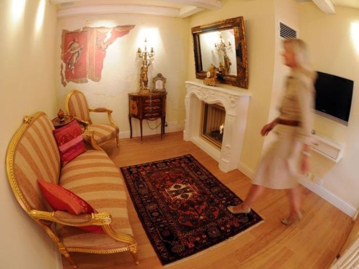 Несмотря на небольшие размеры, комнаты отеля оборудованы всем необходимым