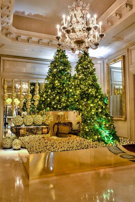 Рождественское убранство отеля Four Seasons Hotel George V