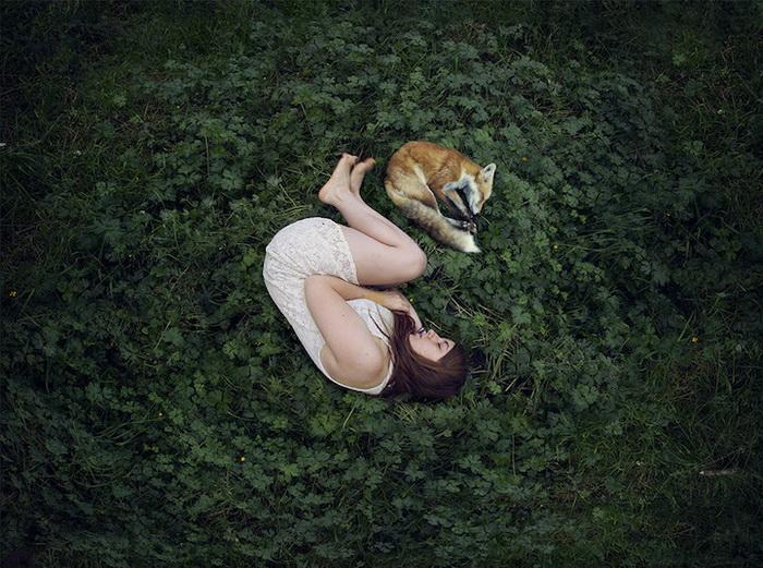 Девушки на лоне природы: сказочный фотоцикл от Elena del Palacio