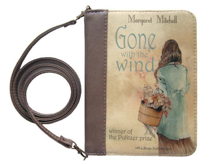 Клатч с аллюзией на роман *Унесенные ветром* Маргарет Митчелл