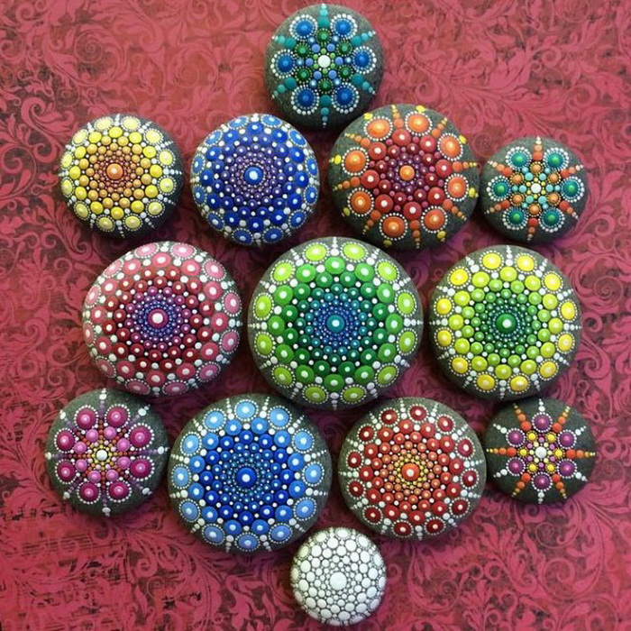Красочные рисунки на камнях от Элспет Маклин (Elspeth McLean)