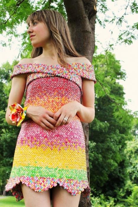 Платье из фантиков - символ любви.