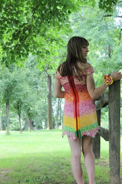 Дизайнер Emily Seilhamer сделала платье из 10 тысяч фантиков.