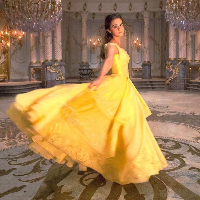 Эмма Уотсон в роли Красавицы: диснеевское бальное платье ей очень к лицу